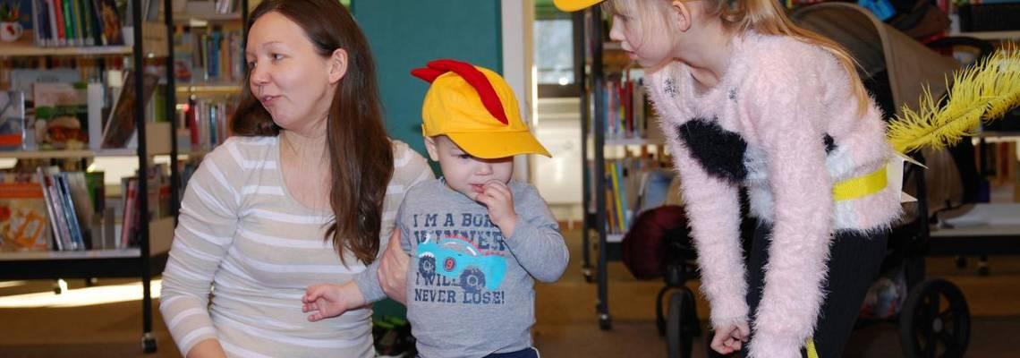 Kinderspiele in der Bücherei