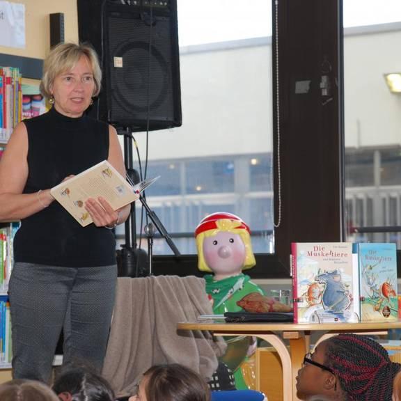 Ute Krause liest aus ihrem Buch vor
