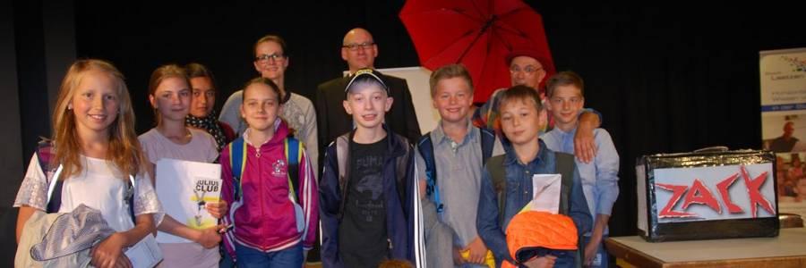 Eröffnungsveranstaltung mit Clown Zak und Laatzener Schülerinnen udn Schülern