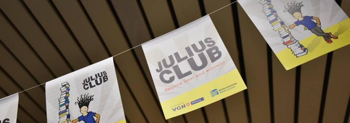 Girlande mit dem Logo des Julius Club