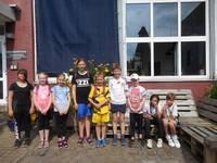 Die Teilnehmer des Boulderns
