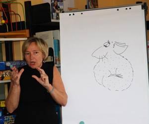 Ute Krause zeichnet live den Helden ihrer Geschichte